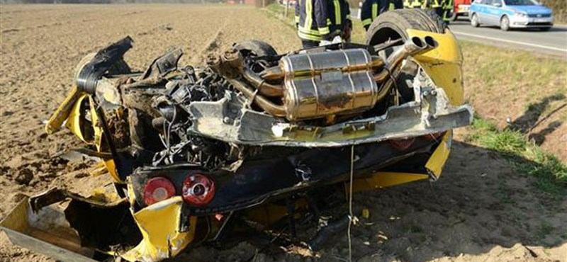 Így kell megsemmisíteni egy Ferrari F355-öst - fotók