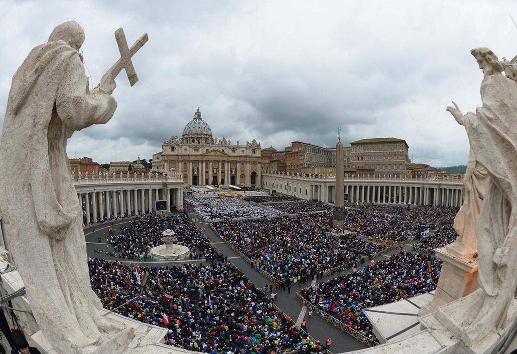 afp.14.04.27. - Vatikán: II. János Pál pápa szentté avatása - ceremónia