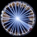 Fotók: fénycsóvákkal emlékeztek a terrortámadások áldozataira