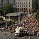 Rengetegen vonultak az idei kordonmentes Pride-on