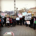 Fotó: a Széll Kálmán téren tiltakoznak a gimnazisták a keretszámvágás ellen