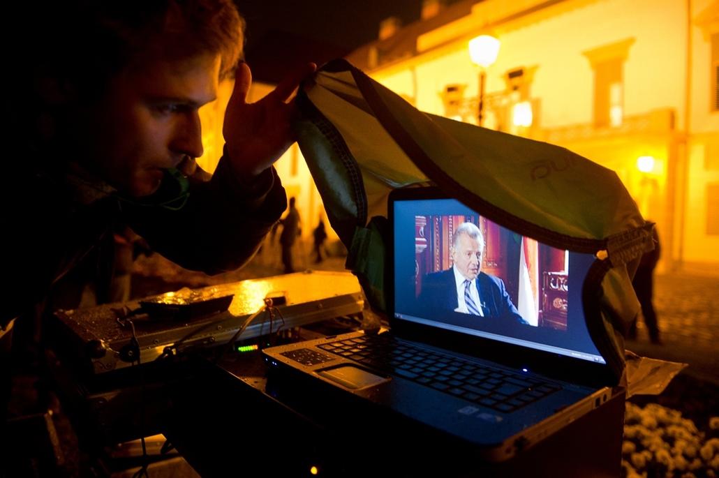 2012.03.30. - Schmitt Pál lemondását követlték tüntetők a Sándor-palota előtt. Este adott tv interjút. - évképei