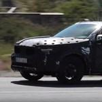 Kémvideó: egyelőre még csúf a Volvo XC40, de már nem sokáig