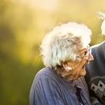 Idős párokat kért fel jegyesfotózásra egy londoni fotós, az eredmény pedig lenyűgöző lett
