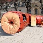 Bizarr építészet: Végbél Bár nyílt Bécsben