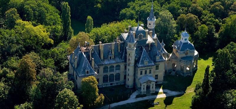 Az Orbán család új kastélya