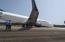 Kényszerleszállás: behúzott orrfutóval landolt egy utasszállító repülő – videó