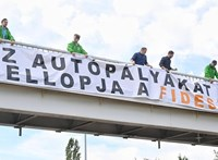 Autópálya-molinókkal tiltakozott a koncessziós tervek ellen a Párbeszéd