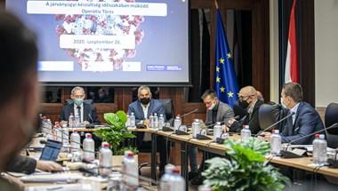 Orbán: Valamikor majd meg kell nyitni a járványkórházakat