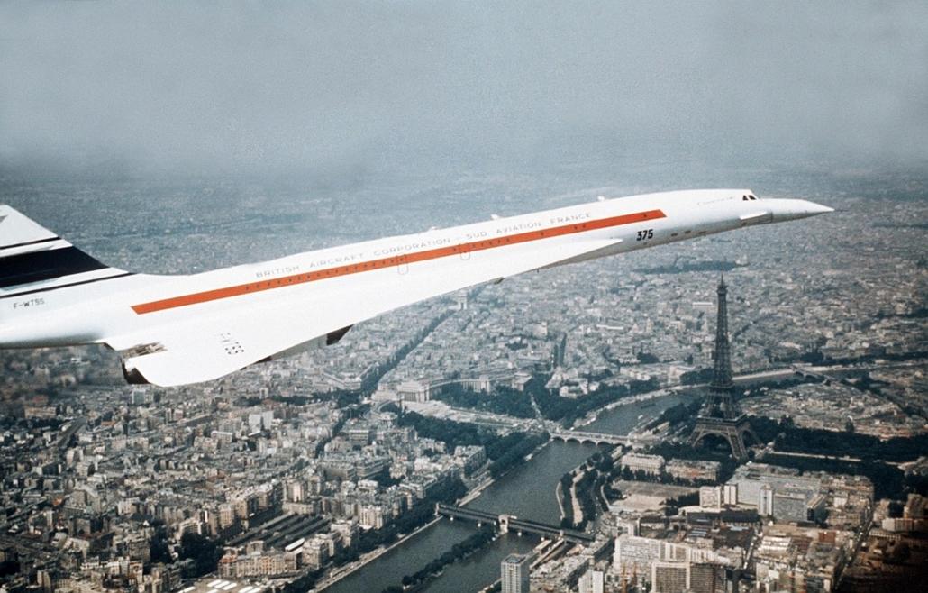 afp.1973.01. - Párizs, Franciaország: Brit Concorde gép Párizs felett 1973 januárjában. - Concorde, repülőgép, nagyítás