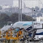 Kigyulladt egy repülőgép hajtóműve Párizsban