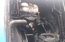 Egy kigyulladt busz miatt nagyon belassult a forgalom a Széll Kálmán térnél – videó
