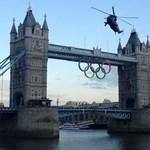 Látványosan érkezett meg az olimpiai láng Londonba - videó