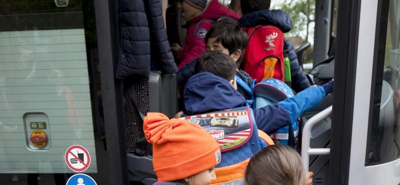 Szülők akadályozták meg, hogy jogsi nélkül vezesse a buszt külföldi kirándulásra