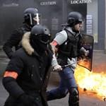 Négy ujját vitte el egy gumilövedék egy fotósnak Párizsban