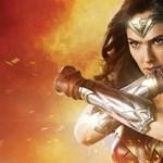 Van valami furcsa Wonder Woman lábával