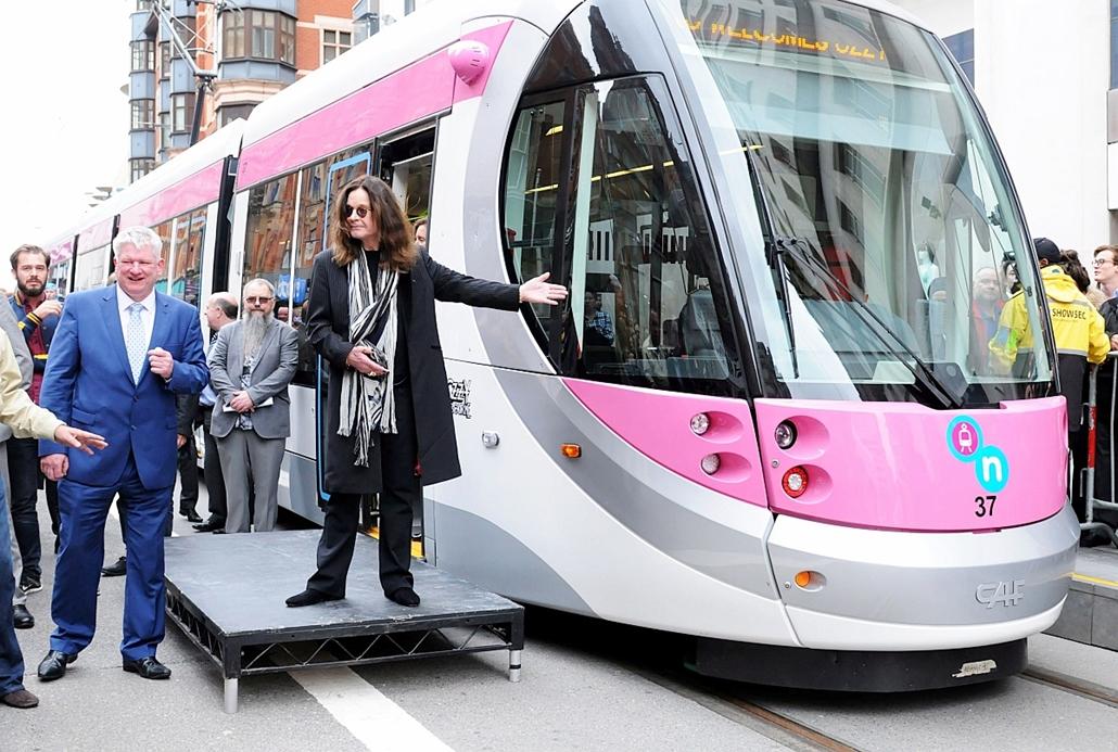 AP!_ - júni.9-ig - Ozzy Osbourne nevét viselő villamoskocsi
