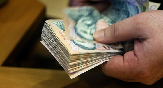 pénzt szabadidejükben keresnek)