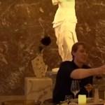 Mona Lisával éjszakázhatott egy szerencsés pár