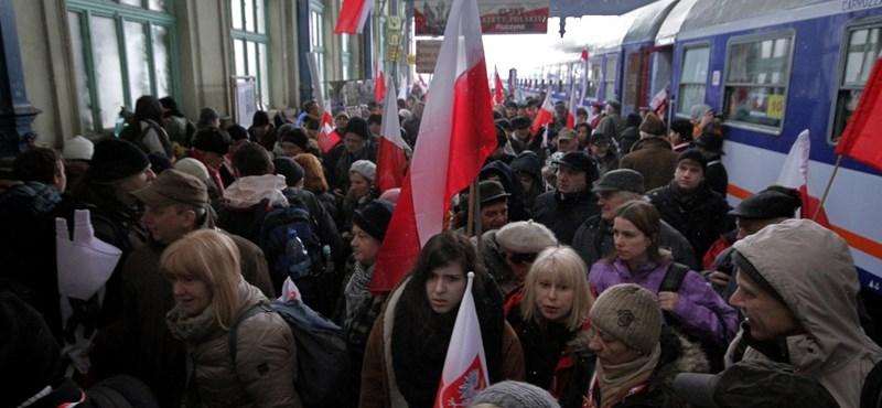 Megérkeztek a békemenetesek lengyel vonulói