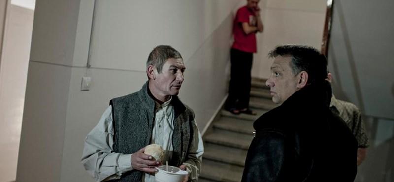 Orbán mégsem testőrök nélkül ment a hajléktalanszállóra