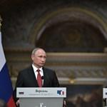Videó: Macron Putyin mellett állva osztotta ki az orosz propaganda-újságírókat