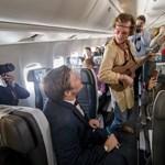 Színdarabbal szórakoztatja utasait egy légitársaság