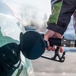 Ennek örülni fog: mától újra 400 forint alatt a benzin ára