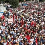 Évek óta nem látott ekkora tüntetést Erdogan