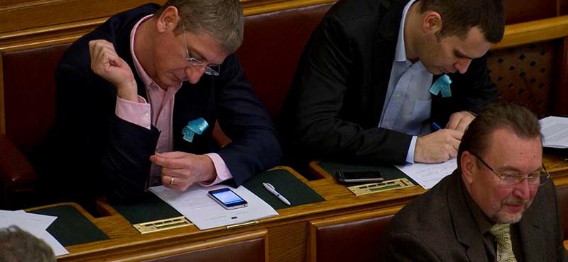 Megszavazták: Gyurcsányék nem alakíthatnak frakciót