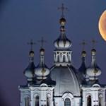 A nap képe: Szentpétervár és a hold