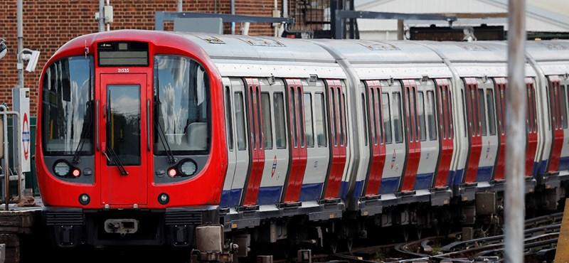 Betiltanák Nagy-Britanniában, hogy a buszokon, vonatokon, metrón egyenek