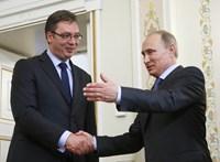Szinte szerelmet vallott Putyinnak a szerb államfő