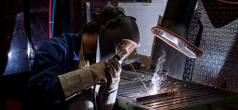 Már 15 éves kortól munkaviszonyban dolgoznának a szakképzésben tanulók