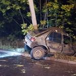 Villanyoszlopnak csapódott, meghalt a sofőr – fotók