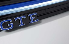 Itt a zöld rendszámos új VW Golf GTE, ami olyan erős, mint a GTI