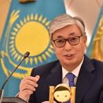 Két későbbi amerikai elnökkel is tereferélt Pekingben az új kazah elnök