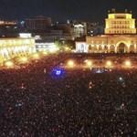 """Az örmény ellenzék vezetője """"politikai cunamival"""" fenyeget, ha nem választják meg kormányfőnek"""