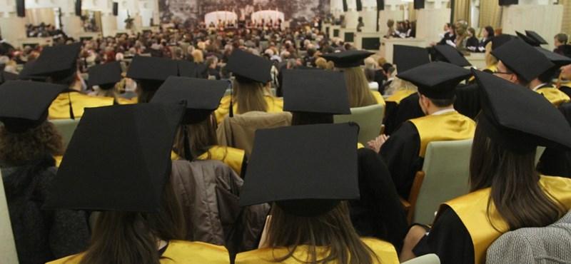 Háromról négy évre emelhetik a doktori képzés idejét