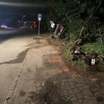Táblát, telefonfülkét és padot sodort el egy autós Leányfalun