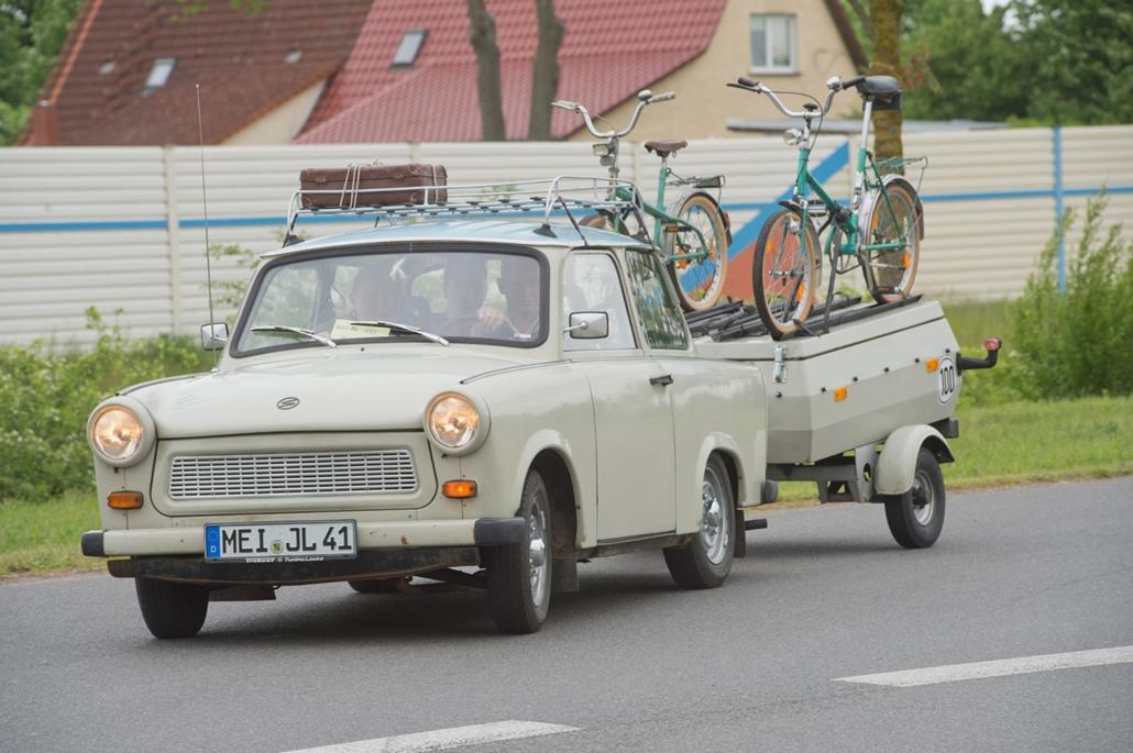 afp.17.05.24. - A kiegészítők variálhatósága végtelen: utánfotó kerékpárszállítóval