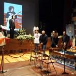 Galéria: rengeteg rajongó búcsúztatta Simoncellit
