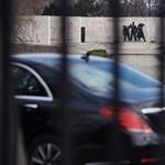 Meghosszabbította a lezárásokat a TEK a Sándor-palota és az Országház környékén