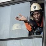Megmenekült a föld alatt rekedt 955 aranybányász