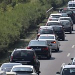 Dugó, dugó hátán – óriási a forgalom az autópályákon