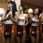 Álláskereső vetélkedőben keres lányokat a Hooters Budapesten