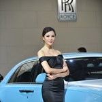Ázsia virágai: csinos lányok a Sanghaji Autószalonról – fotók
