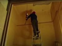 Veszélyessé váltak egy józsefvárosi ház lakásai: a lakók szerint egy építkezés, az építtető szerint a ház alapállapota miatt