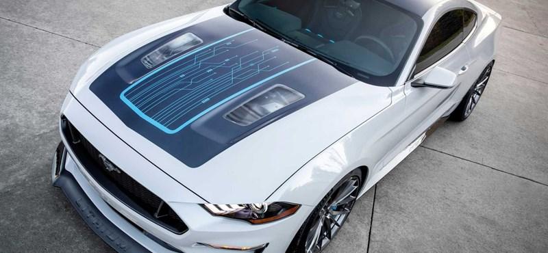 Bekövetkezett: a Ford bemutatta az elektromos Mustangot