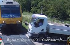 Videó: letarolta egy teherautó elejét a vonat Simontornyánál